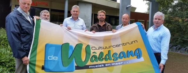 BUITENPOST -Voor de hoofdlocatie van het nieuwe Cultuurcentrum de Waldsang in Buitenpost ontvouwt het bestuur de vlag. Vanaf heden zal dit logo 'wapperen' in Achtkarspelen, Dantumadiel, Kollumerland c.a. en Tytsjerksteradiel. […]