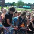 KOLLUM – Dinsdagmiddag is de nieuwe driepuntsbrug in Kollum geopend. De oudste jongen (Pieter Jelle Mout) en het oudste meisje (Sietske de Jong) van de Kon. Julianaschool mochten de openingshandeling […]