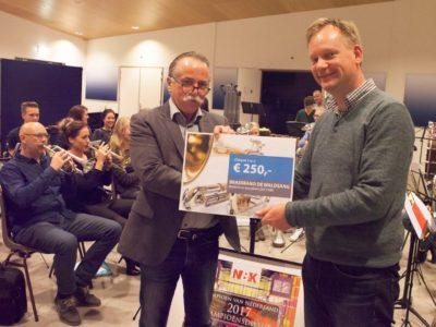 108_Cheque voor Nederlands kampioen brassband De Wâldsang (Large)