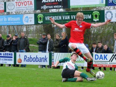 Martijn van Roeden ontwijkt een tackle