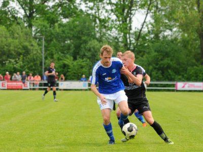 Verdediger Danny Boersma wint een duel