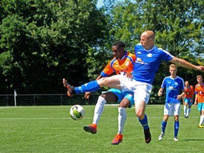 Nieuweling Jelmer Vos (rechts) in actie