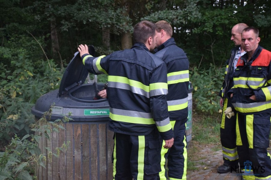 Photo of Brandweer blust brand in afvalcontainer bij Kollumerpomp