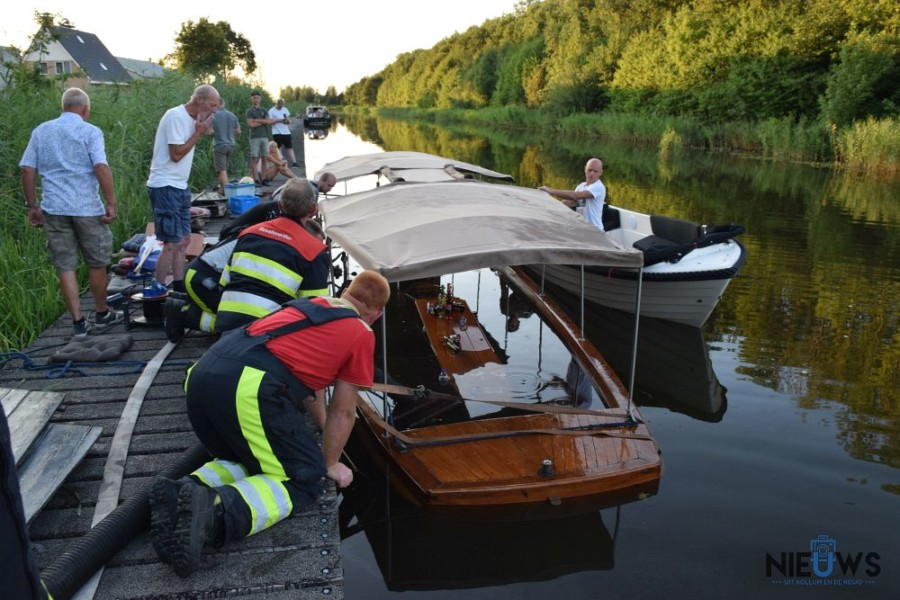 Photo of Brandweer redt zinkende rondvaartboot (video)