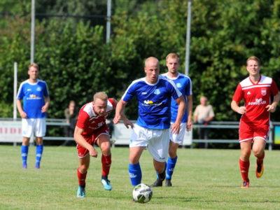 Buitenposter verdediger Jelmer Vos stoomt op