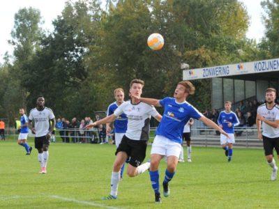 Rik Weening probeert de bal te controleren