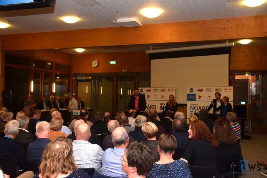 Volle raadzaal tijdens verkiezingsdebat Kollum