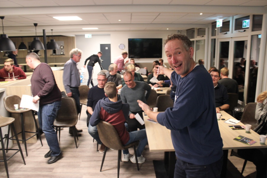 Jeugdtrainers en -leiders VV Buitenpost gecoacht door teamontwikkelaar