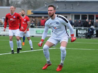 Keeper Kevin van der Meulen moest vijf doelpunten toestaan in Assen