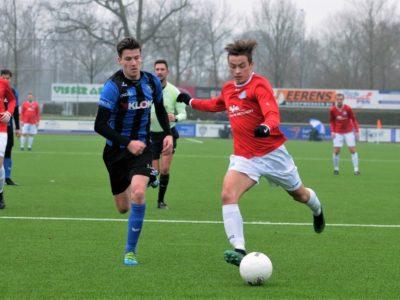 Rik Weening schiet namens Buitenpost op goal