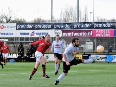 Rob Dijkstra (midden) scoorde de 1-1