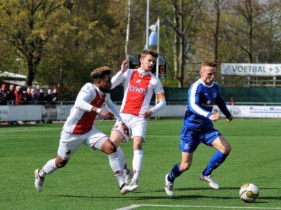 Verdediger Wim de Vries stoomt op