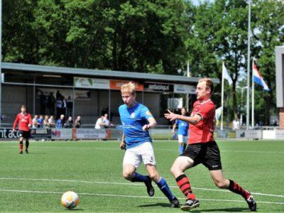 Doelpuntenmaker Rob Dijkstra (rechts) in de aanval