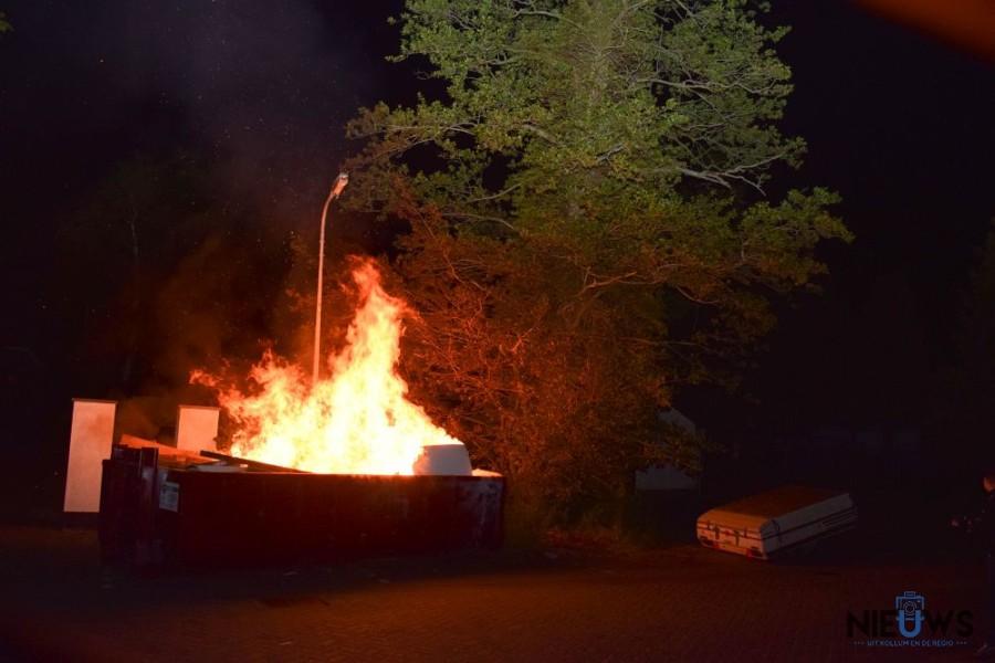 Photo of Veel vuur bij containerbrand in Kollum