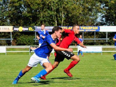 Middenvelder Willem de Boer gaat diep