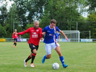 Willem de Boer (rechts) was wederom sterk op het middenveld