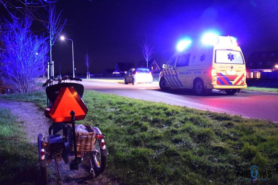 Photo of Vrouw op driewieler gewond na botsing met auto