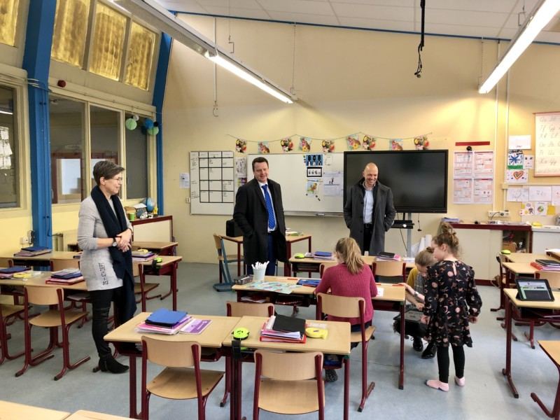 Photo of Burgemeester en wethouder maken rondje langs scholen in Noardeast-Fryslân