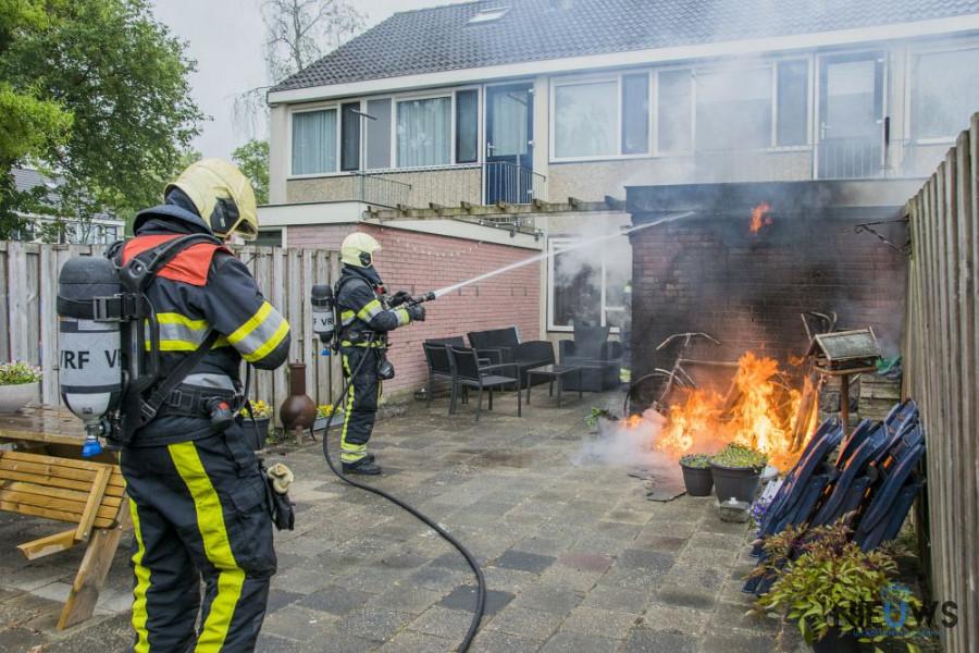 Photo of Schuurtje zwaar beschadigd na brand in Buitenpost