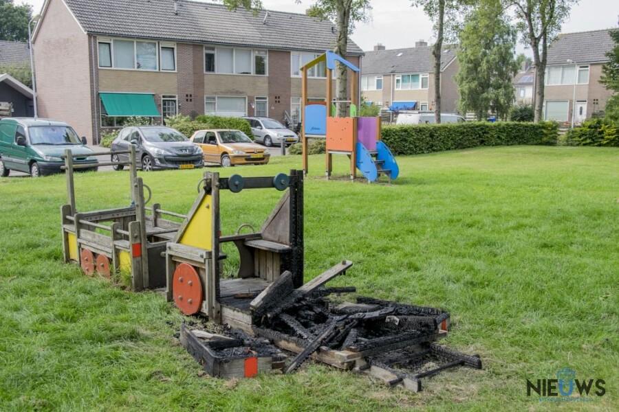 Photo of Speeltoestel in speeltuin in brand gestoken