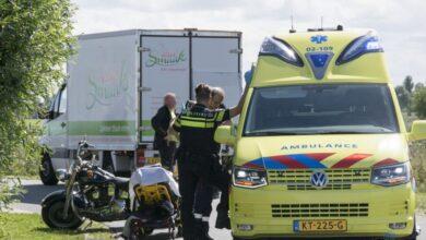 Photo of Motorrijder en busje in botsing in flauwe bocht