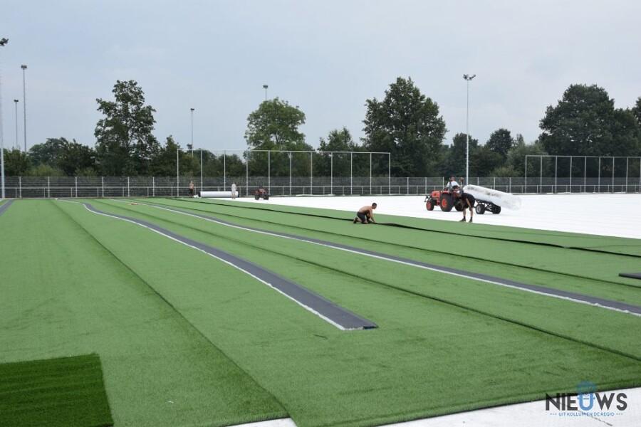 Photo of Aanleggen kunstgras op voetbalveld vv Kollum begonnen
