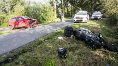 Photo of Motor in botsing met auto in Augustinusga