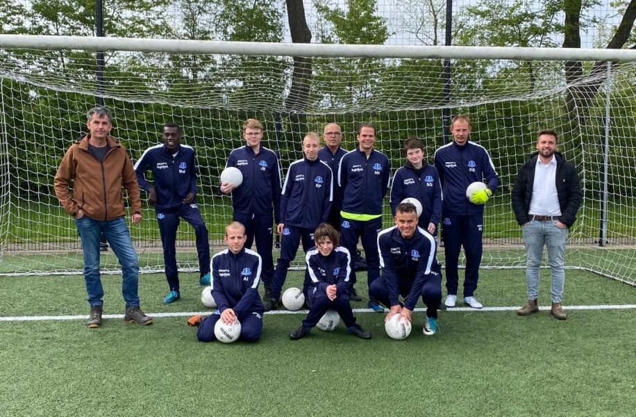 G-team VV Buitenpost met sponsors