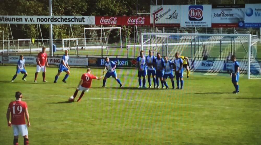 Rolf Dijk maakt de 0-2 uit een vrije trap